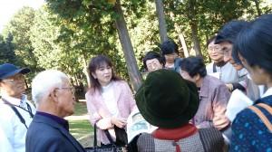 蛭子山古墳での伴先生の説明