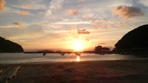 野原の夕日